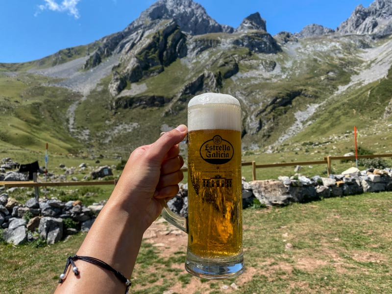 Cerveza en el Refugio del Meicin